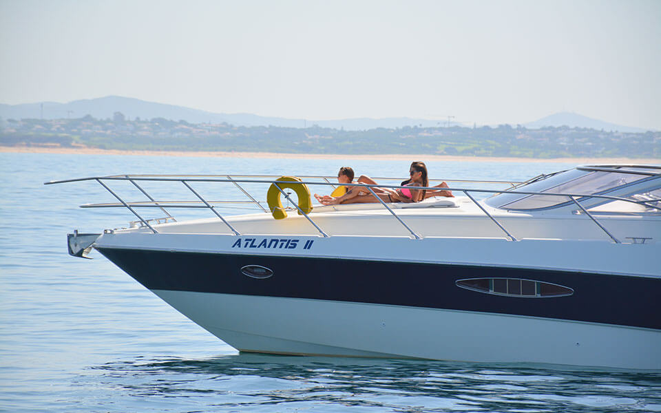 atlantis private yacht rental